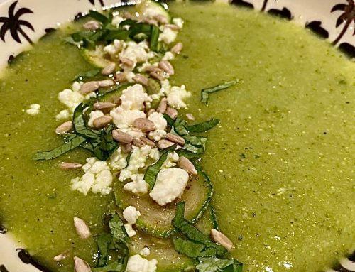 Soupe de courgette, courgettes rôties, féta et graines de tournesol